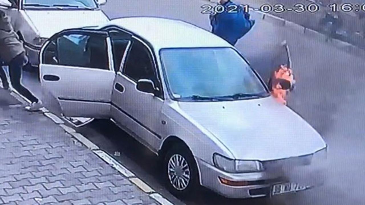 Otomobil bir anda alev aldı! O anlar kamerada