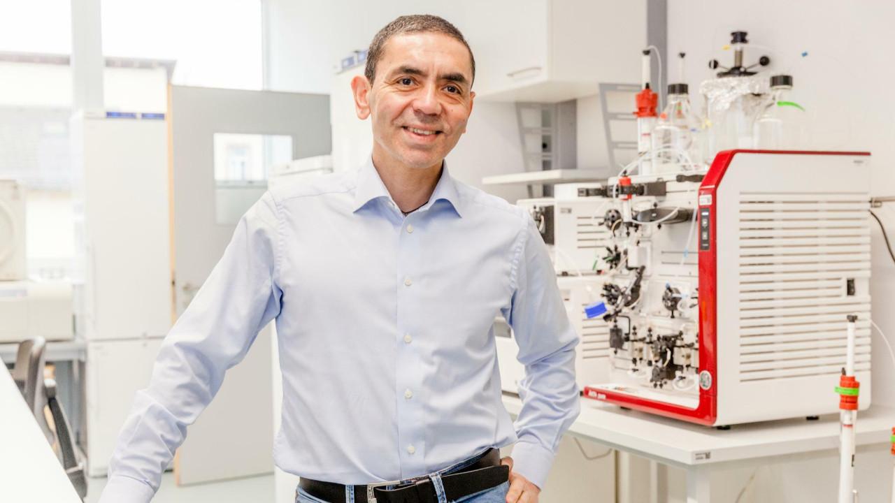 Prof. Dr. Uğur Şahin'den normale dönüş için tarih verdi!