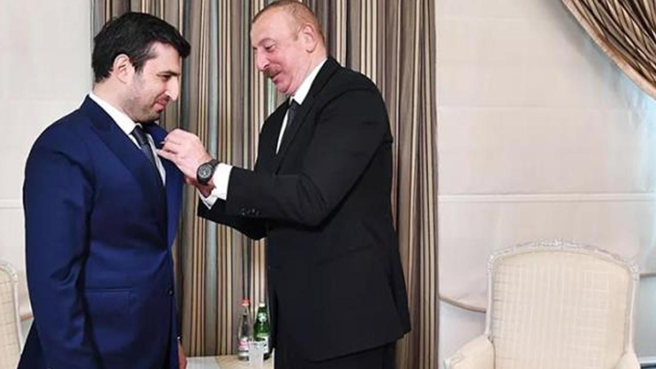 Aliyev, Selçuk Bayraktar'a madalya taktı
