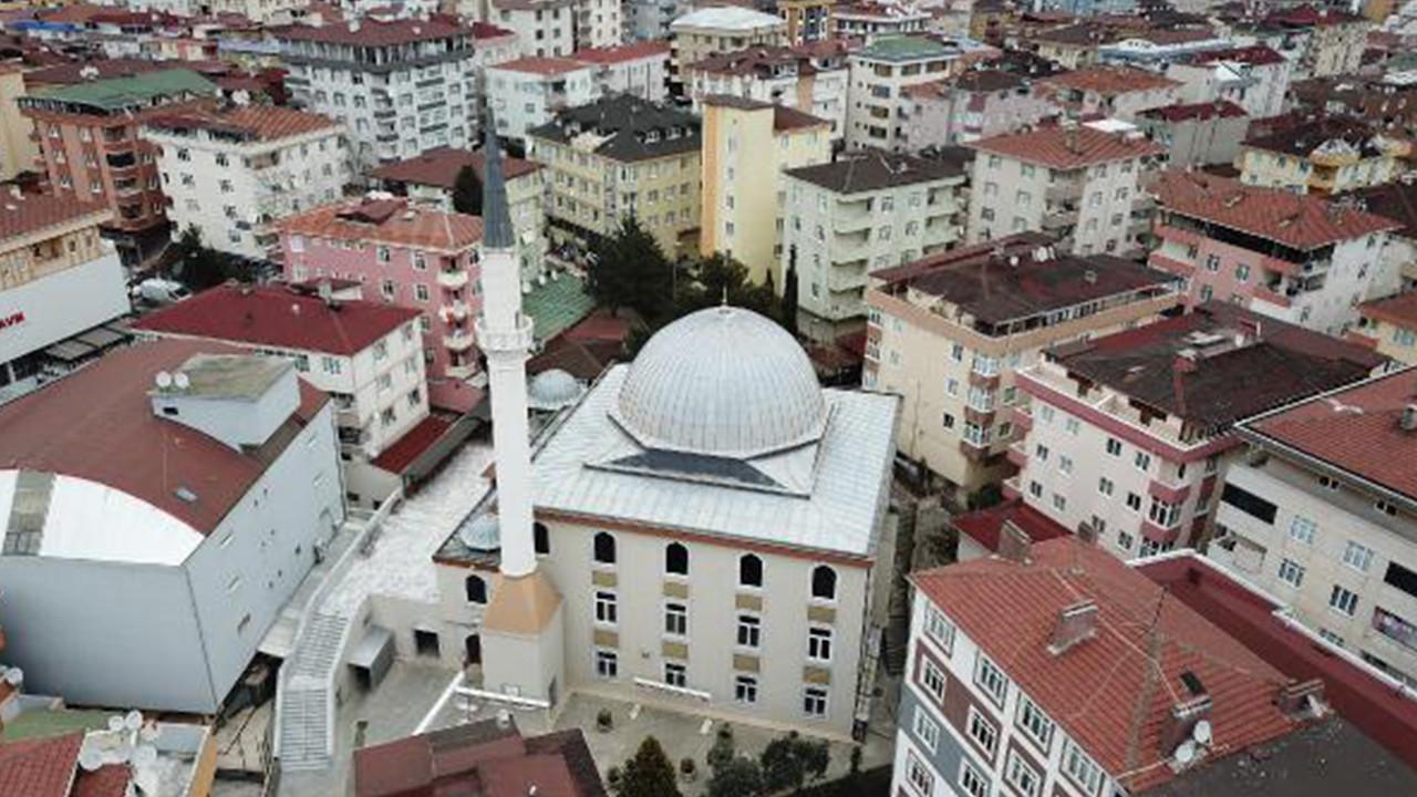 İstanbul'da camiden müzik yayını skandalı