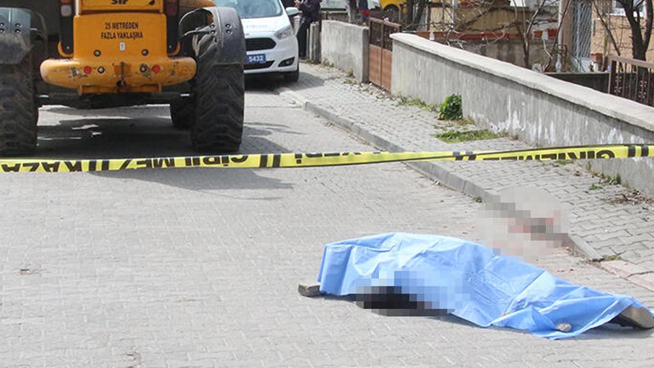 İş makinesi altında kalan adam hayatını kaybetti