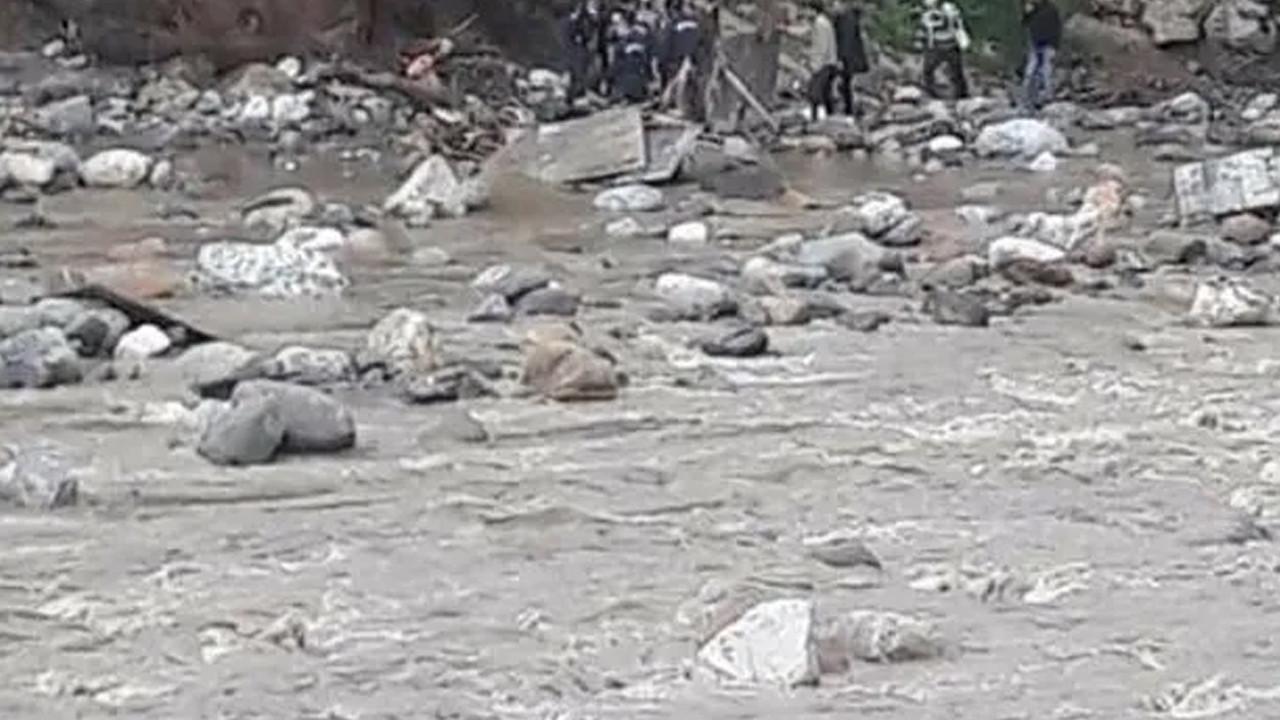 Su tahliyesi sırasında 4 işçi akıntıya kapıldı