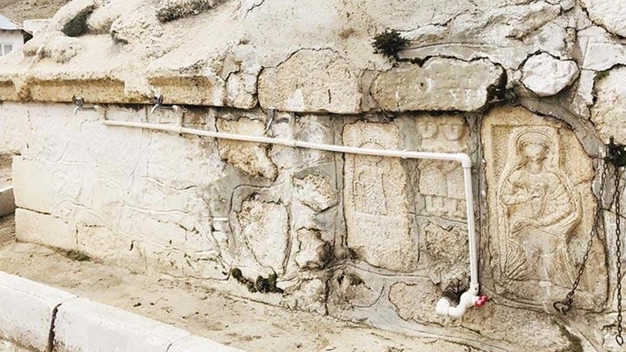 Tarihi duvarda tepki çeken görüntü