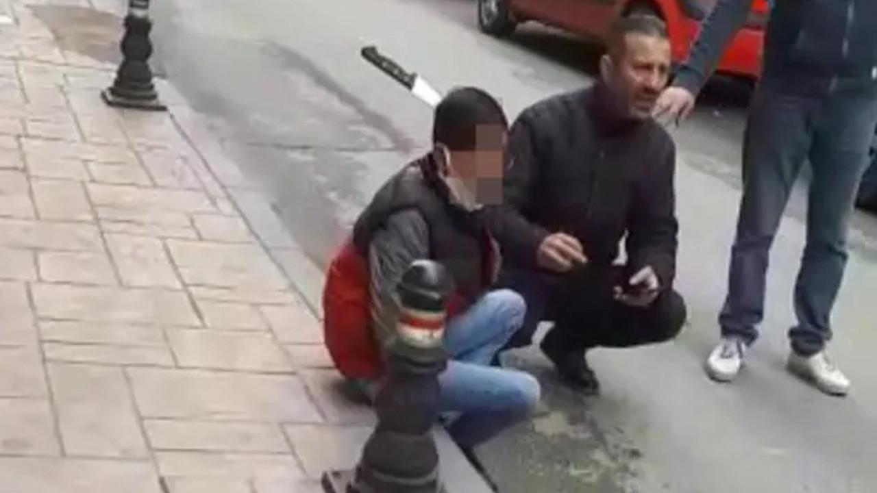 Korkunç olay! Sokakta saldırıya uğradı, başına bıçak saplandı