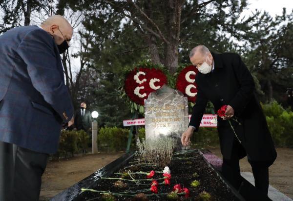 Erdoğan, Türkeş'in mezarını ziyaret etti