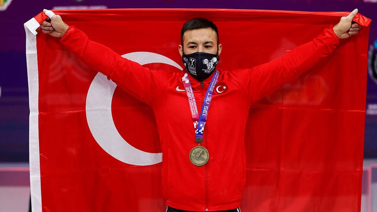 Milli halterci İsmayilov, Avrupa şampiyonu oldu