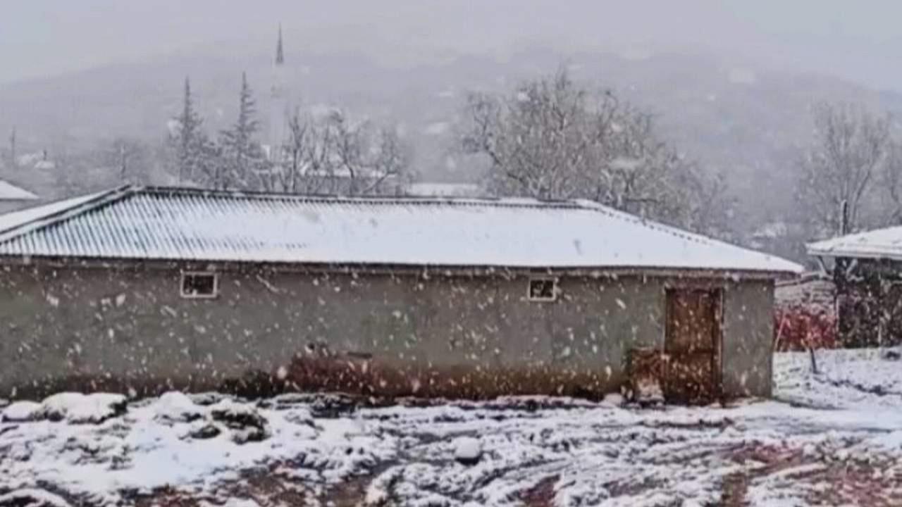 Meteoroloji uyarmıştı! Beklenen kar yağışı başladı! Gören gözlerine inanamadı!