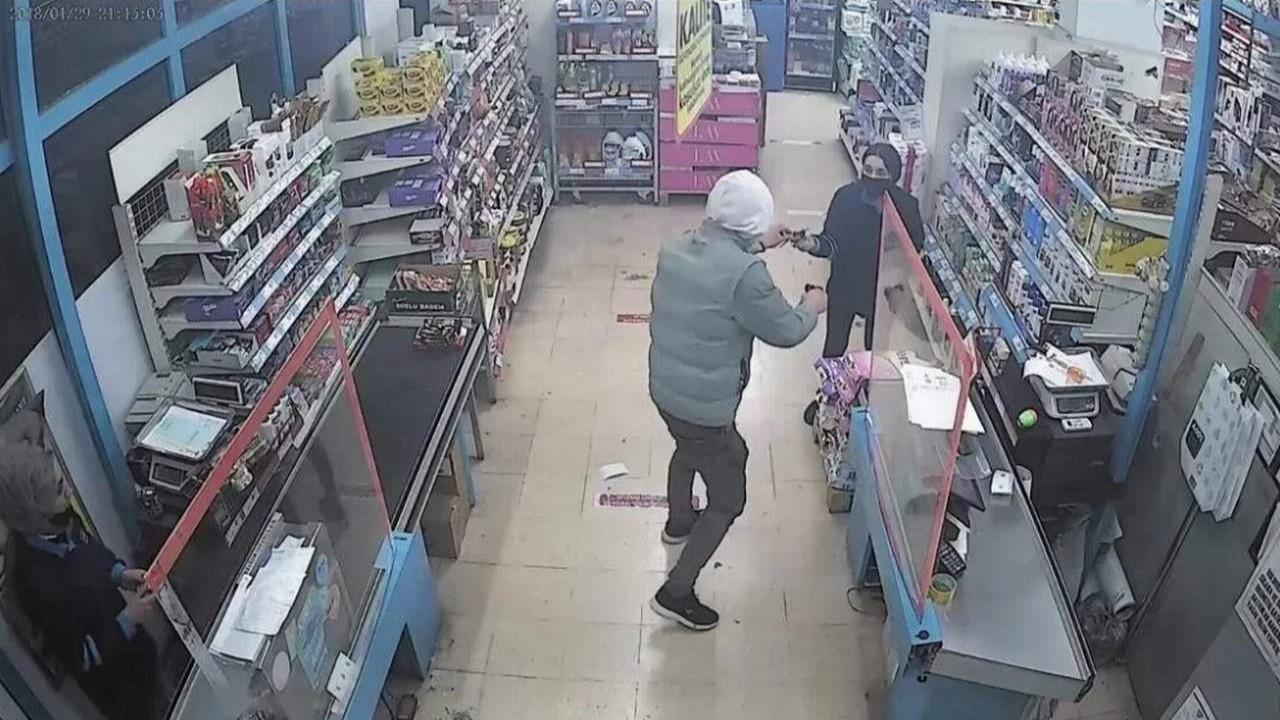 Markette filmleri aratmayan soygun girişimi