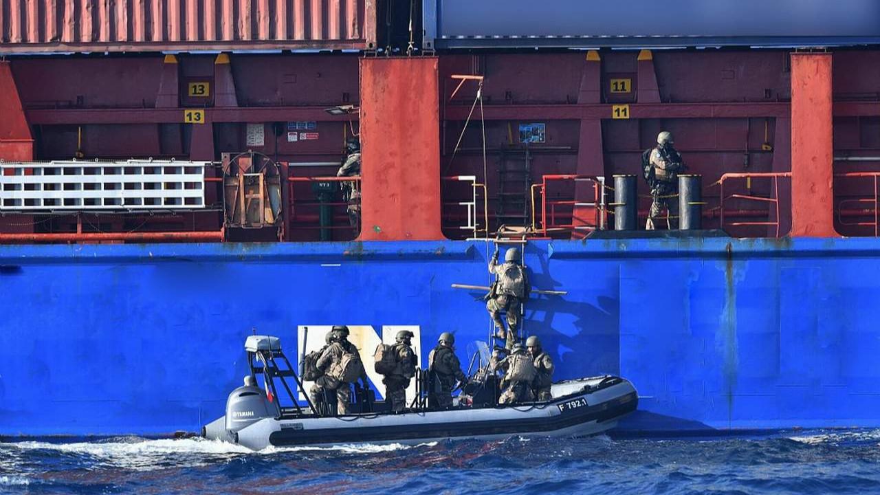 Türk gemisine Libya'da baskın yaptılar