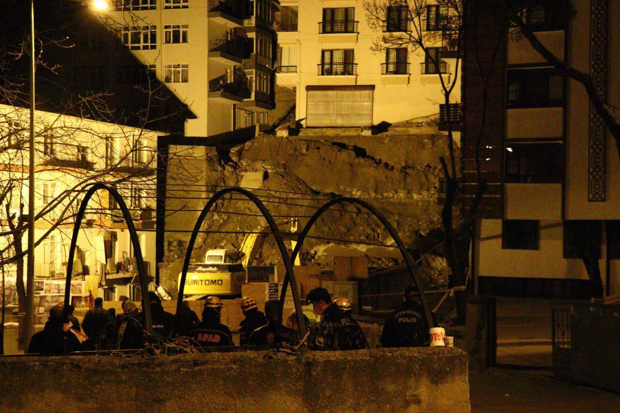 Ankara'da kabus gecesi! 21 bina boşaltıldı; geceyi sokakta geçirdiler! - Resim: 1