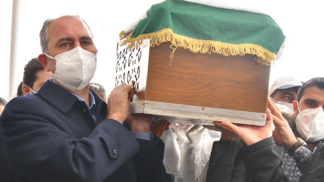 Bakan Gül'ün annesi toprağa verildi