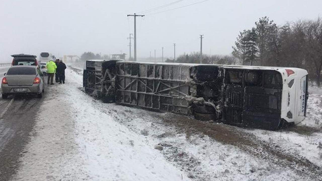 Tur otobüsü devrildi: Ölü ve yaralılar var!