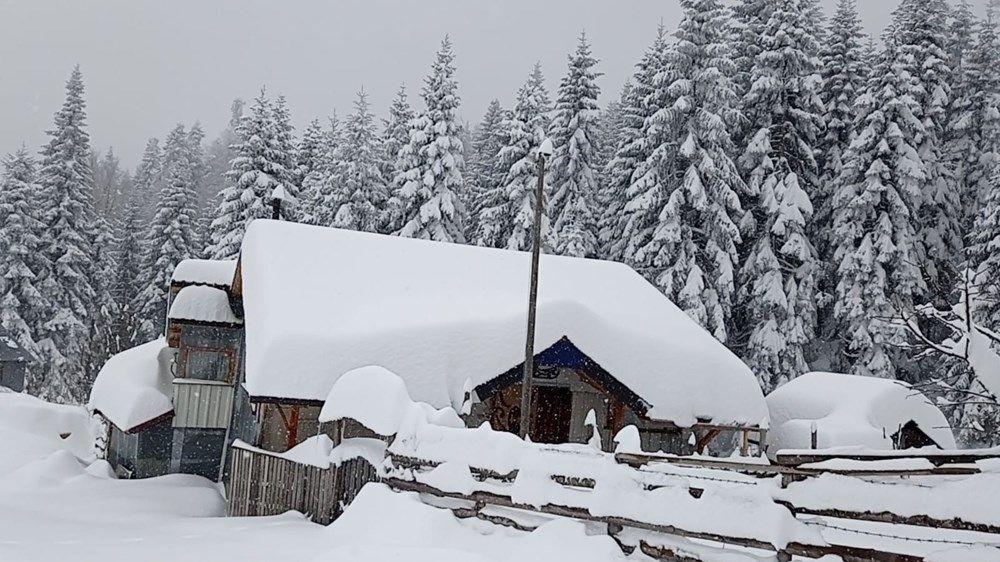 Nisan ayında şaşkına çeviren kar yağışı! 120 santimetreye ulaştı - Resim: 3