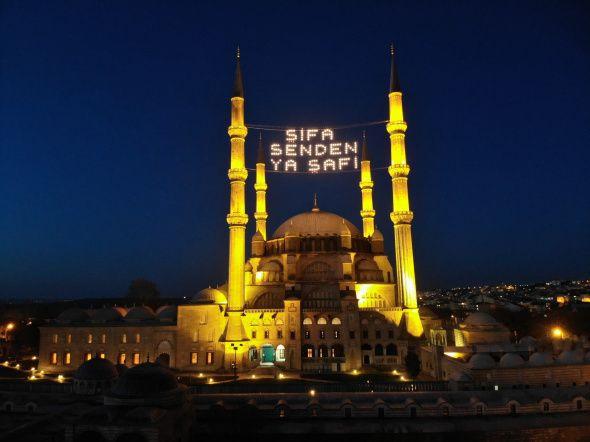 Ramazan'ın sembolü mahyalar camilere asıldı - Resim: 1