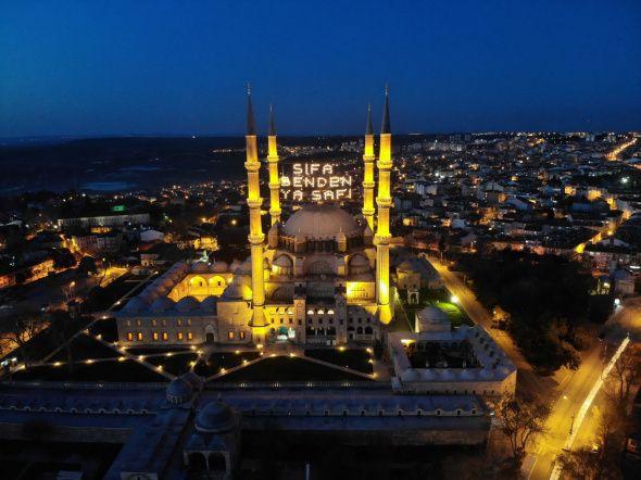 Ramazan'ın sembolü mahyalar camilere asıldı - Resim: 3