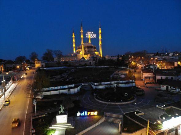 Ramazan'ın sembolü mahyalar camilere asıldı - Resim: 4