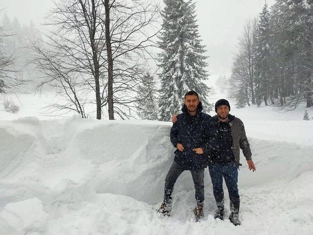 Nisan ayında şaşkına çeviren kar yağışı! 120 santimetreye ulaştı - Resim: 4