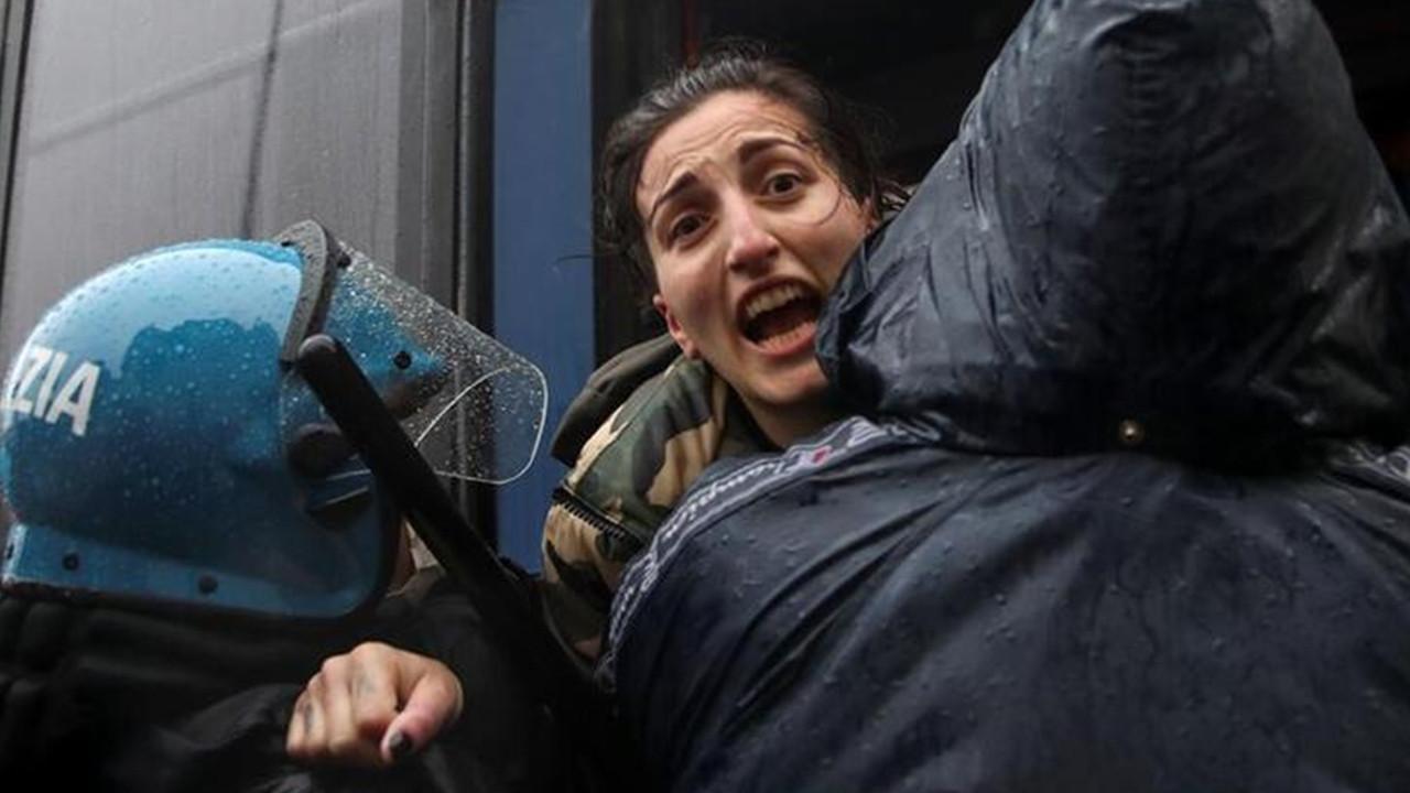 İtalya'da işletme sahipleri sokağa döküldü