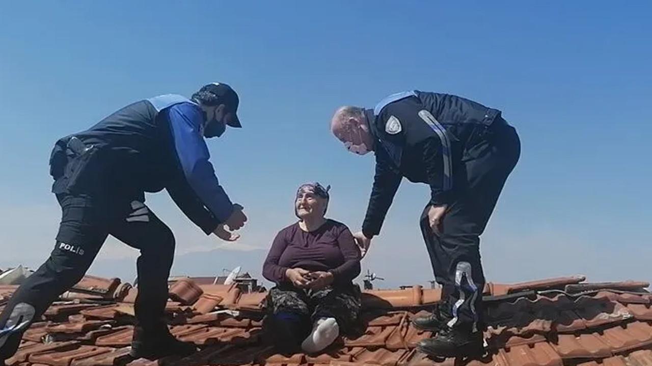 Onarım için çatıya çıkan yaşlı kadın polisi harekete geçirdi