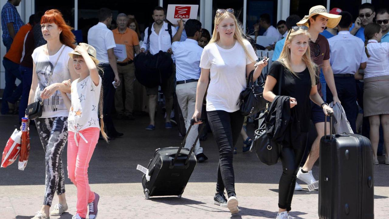 Rus turistler Türkiye'ye ne zaman gelecek? Yetkili isim açıkladı