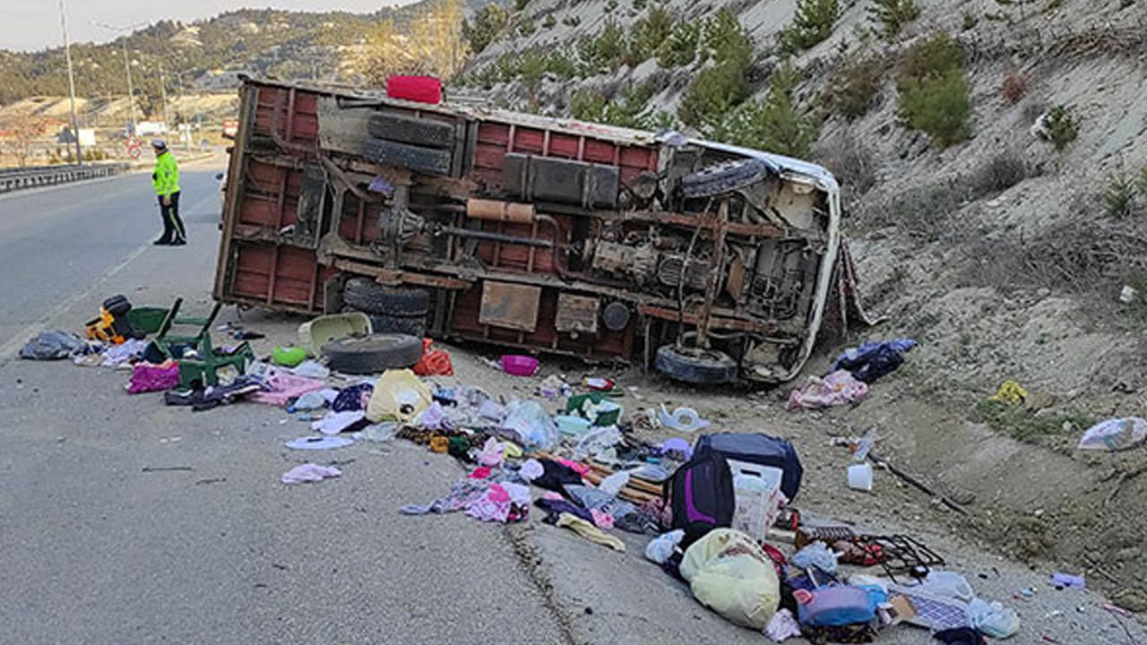 Burdur'da feci kaza: Anne öldü, eşi ve çocuğu yaralı