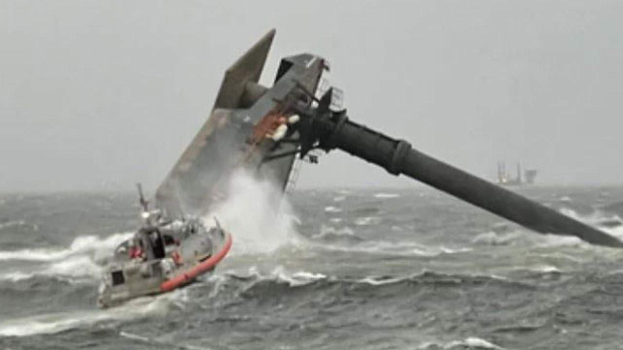 Tekne alabora oldu: 12 kişi kayıp!