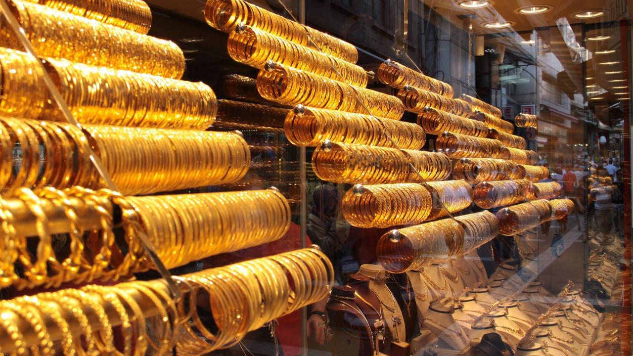 Altın fiyatları uçtu; gramın yerini yarım gram aldı