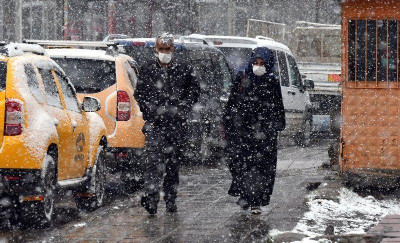 Nisan'da kar sürprizi! Tüm şehir beyaza büründü - Resim: 1