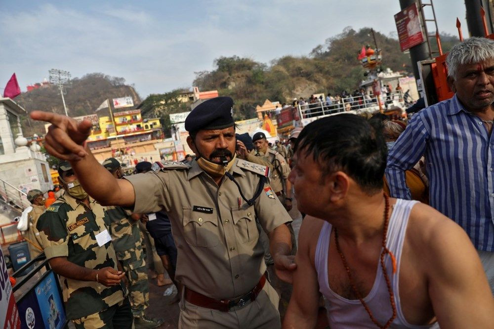 Hindular ölüme meydan okudu! Ganj Nehri'nde inanılmaz görüntüler - Resim: 4