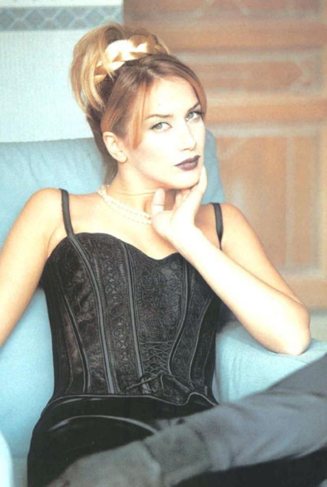 90'lı yılların kızıl saçlı güzeli Janset yıllara meydan okuyor - Resim: 1