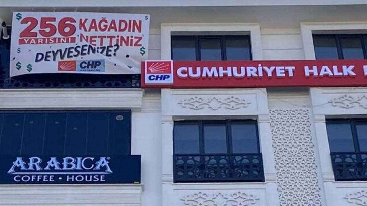 CHP'nin ''256 kağadın yarısını nettiniz deyiversenize'' afişi de kaldırıldı!