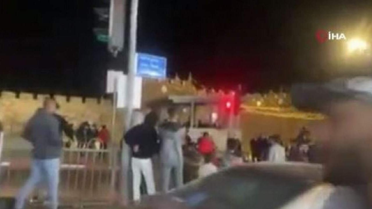İsrail teravih namazından çıkanlara saldırdı