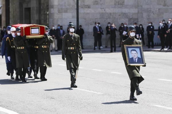 Eski başbakan Yıldırım Akbulut'a son görev! - Resim: 1