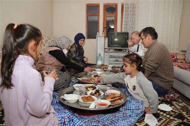 Erdoğan, iftarda yer sofrasında - Resim: 2