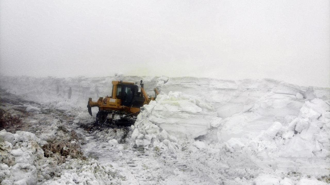 Nisan ortasında karla mücadele - Resim: 1