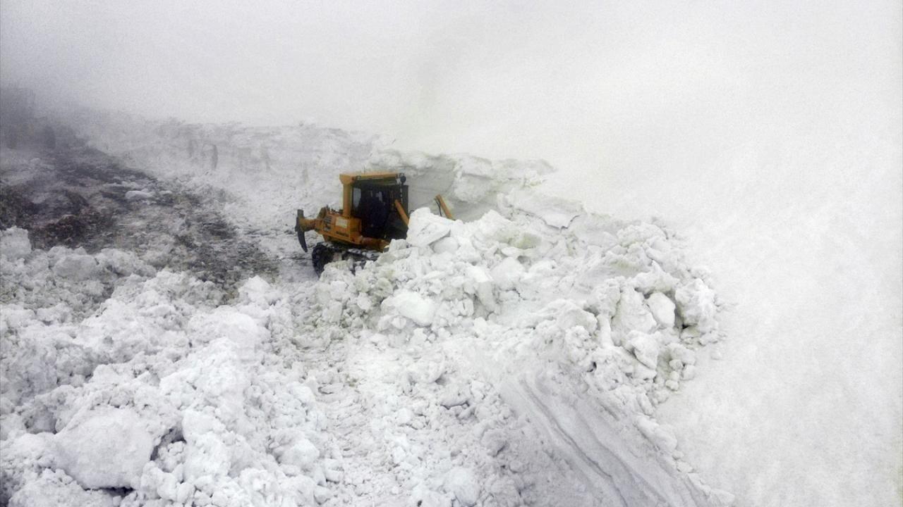 Nisan ortasında karla mücadele - Resim: 2