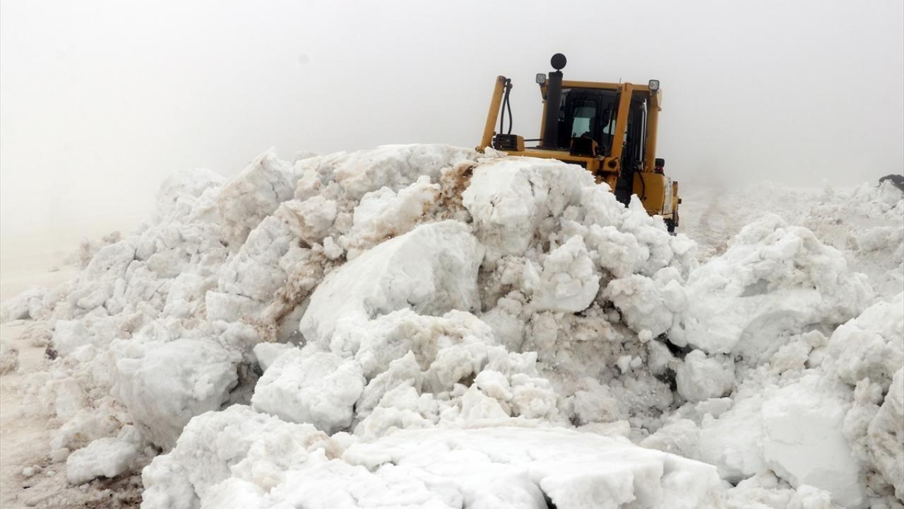 Nisan ortasında karla mücadele - Resim: 3