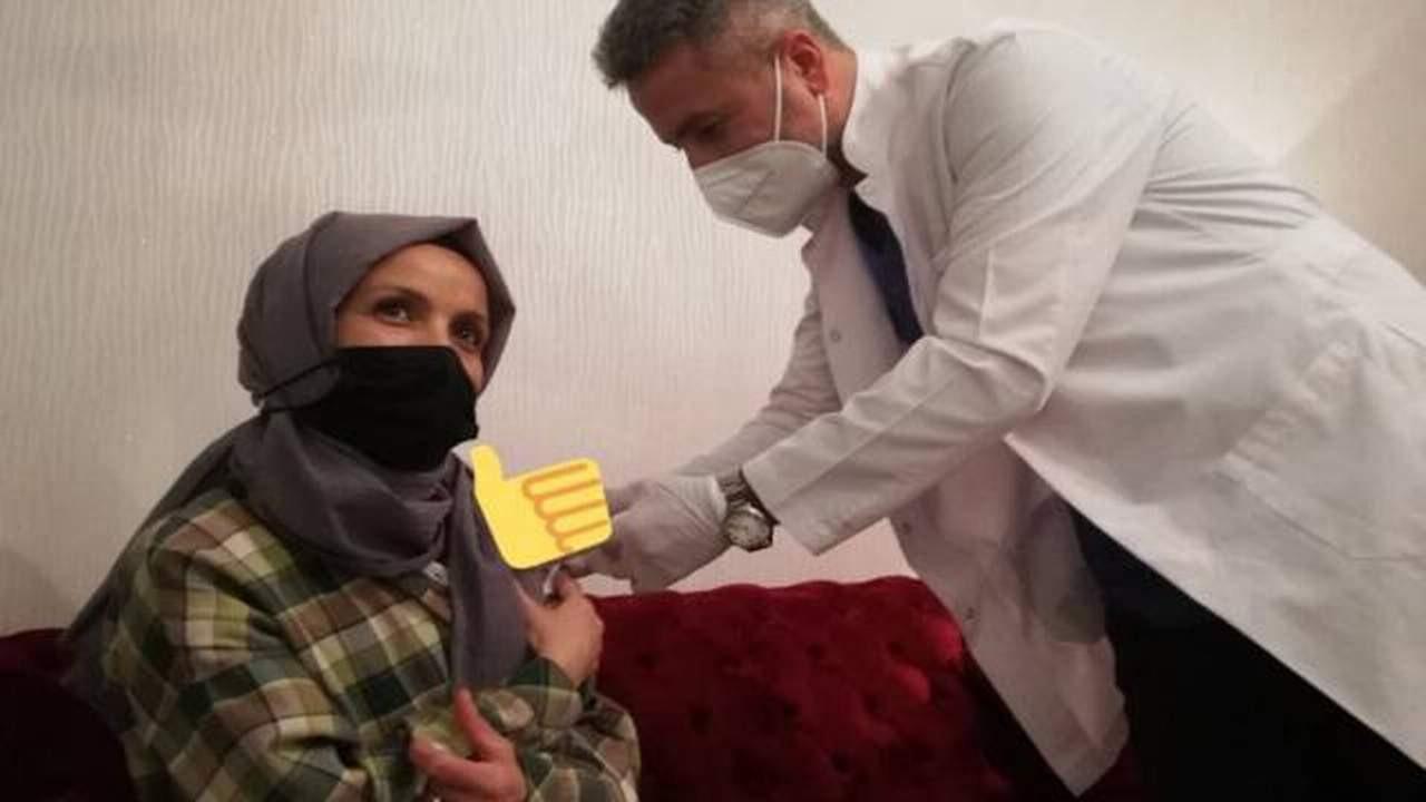 Aşı olmak istemeyen öğretmeni Bakan Koca ikna etti