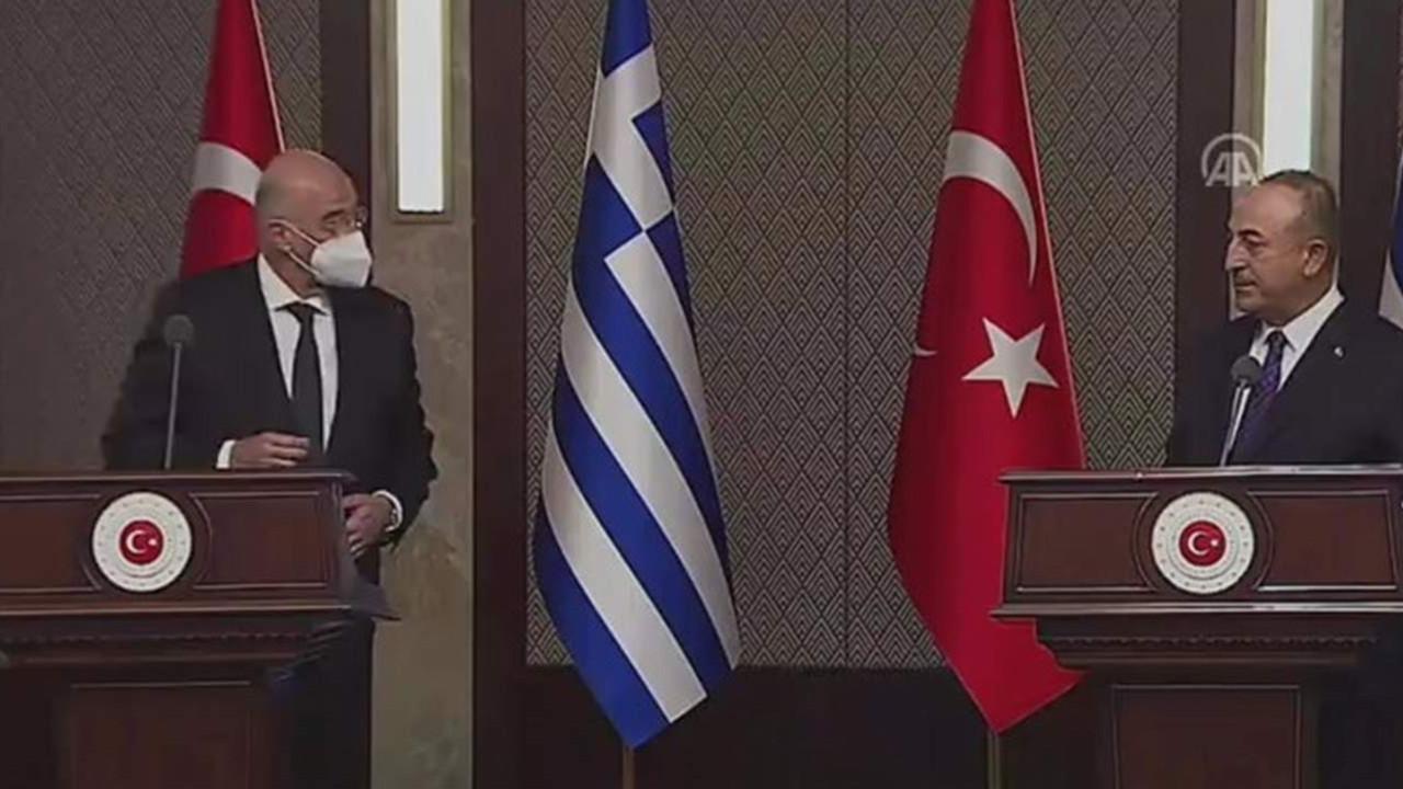 Bakan Çavuşoğlu ile Yunan Bakan canlı yayında atıştı