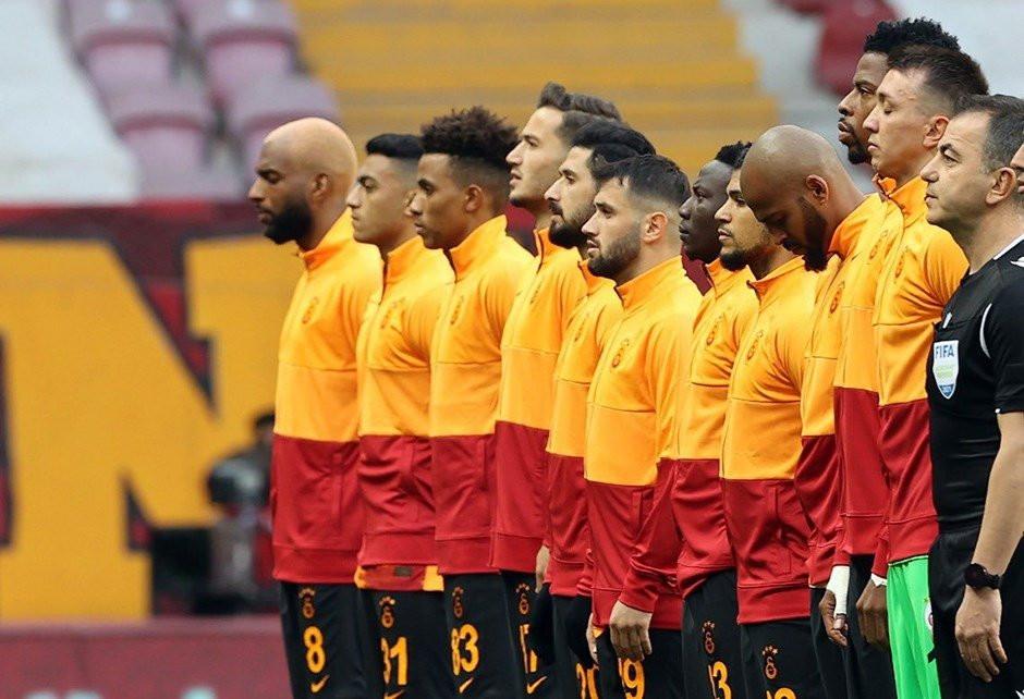Galatasaray'da bileti kesilen 12 isim belli oldu
