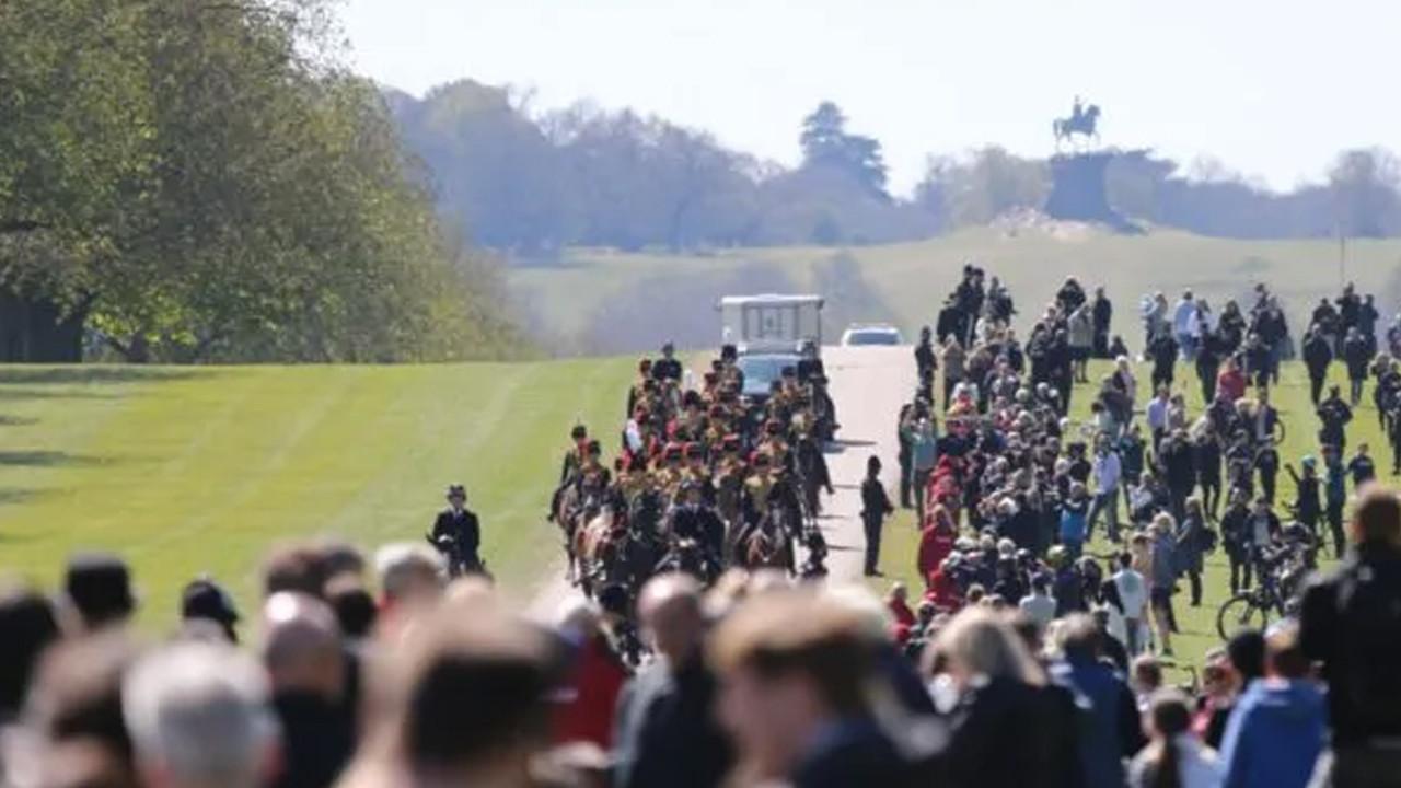 İngiltere'de, Prens Philip'e veda! Kendi tasarladığı cenaze arabasında taşındı