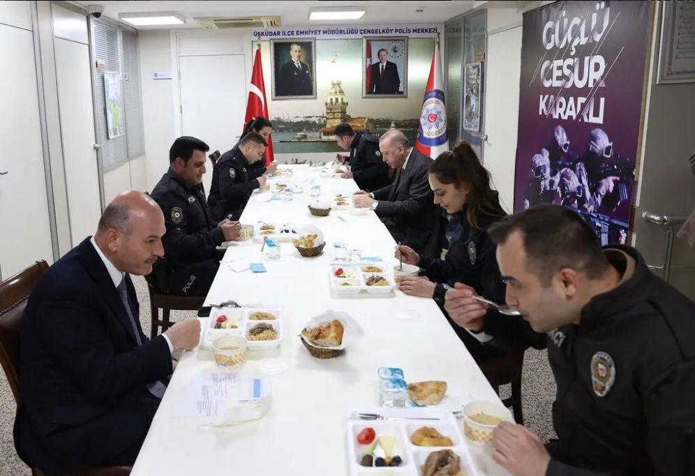 Erdoğan ve Soylu Polis Merkezi'nde iftar yaptı - Resim: 2