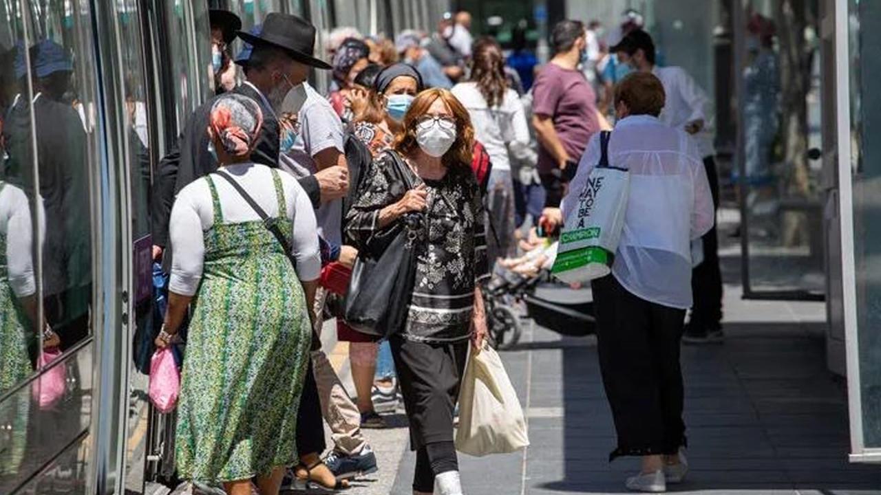 İsrail'de maske zorunluluğu kaldırıldı