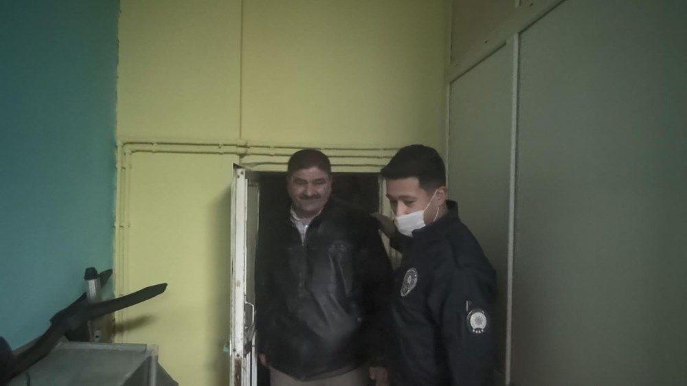 Polis koronavirüs baskınında tuvalet kağıdını görünce ne yapacağını şaşırdı - Resim: 1