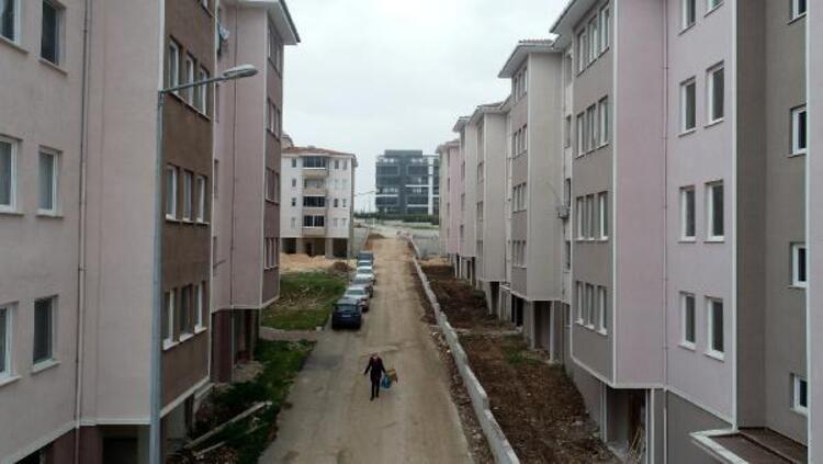 27 yıldır bitmeyen inşaat! Evlerine kavuşamadan ölenler var - Resim: 4
