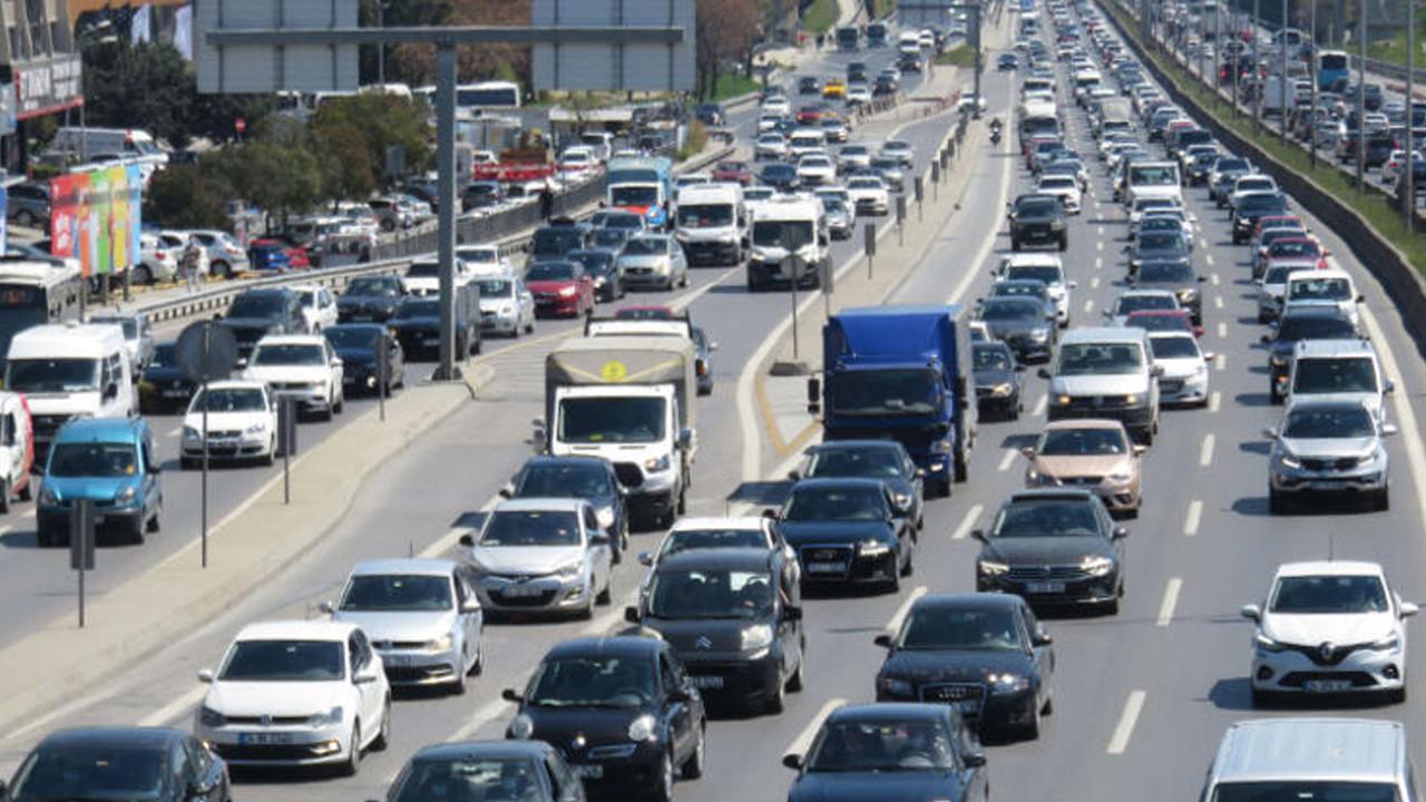 82 saatlik kısıtlama öncesi trafik felç!