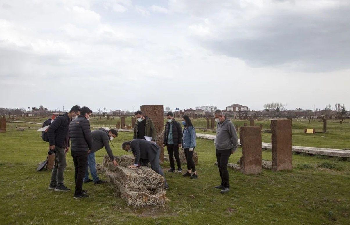 Ahlat Selçuklu mezarlığında karekod uygulaması - Resim: 2