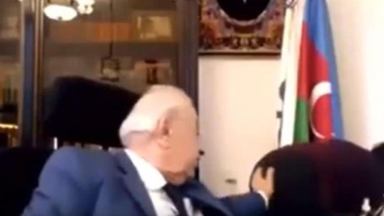 Eski milletvekili, sekreterin kalçasına dokunurken yakalandı