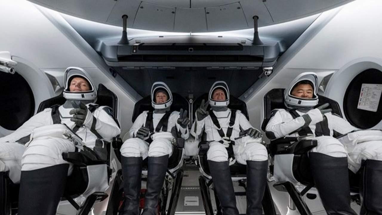 NASA, SpaceX ile uzaya 4 astronot gönderdi