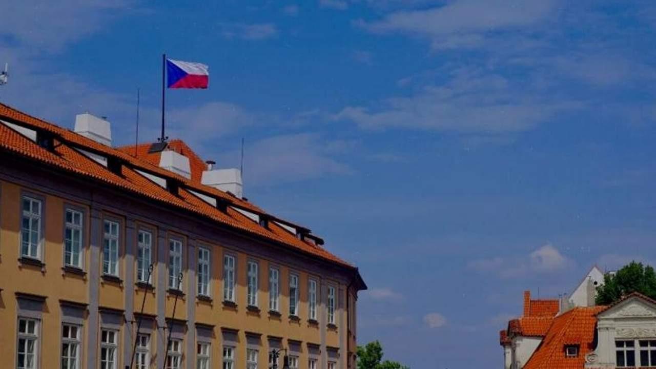 63 Rus elçilik çalışanına sınır dışı